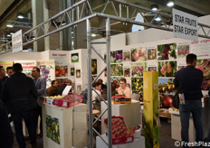 Lo stand delle francesi Star Fruits e Star Export.