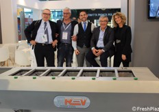 Foto di gruppo per la Rev Packaging Solutions.