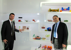 Il marketing manager Massimiliano Persico (a sinistra) con Gianni Leone, Ceo dell'azienda Carton Pack.